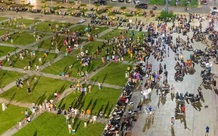 """""""Biển người"""" Quảng Ninh chen chân đổ về quảng trường đón Tết Trung thu sớm dịp cuối tuần"""