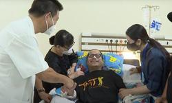 Nghệ sĩ Trần Mạnh Tuấn cai máy thở, giành lại sự sống sau hơn 1 tháng cấp cứu