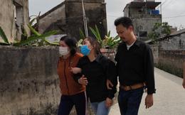Người thân ngã quỵ trong đám tang đẫm nước mắt của thiếu nữ 16 tuổi bị bạn trai sát hại ở Hà Nam