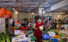 Giá rau củ tại chợ TP.HCM hạ nhiệt, người đến siêu thị giảm mạnh