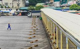 Ảnh: Bến xe ở Hà Nội vắng tanh vắng ngắt, chủ xe than không đủ tiền bến bãi