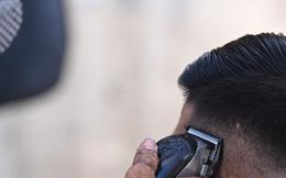 Bị phạt 7,5 triệu đồng sau khi cắt tóc cho người về từ TP.HCM