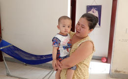 Đôi vợ chồng trẻ kiệt quệ vì chạy chữa cho con trai 2 tuổi mắc bệnh ung thư máu