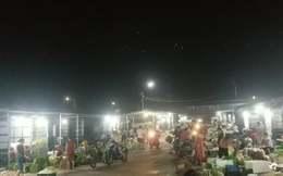 """Thanh Oai - Hà Nội: """"Chợ đêm"""" hoạt động trái phép, chính quyền không thể xử lý?"""