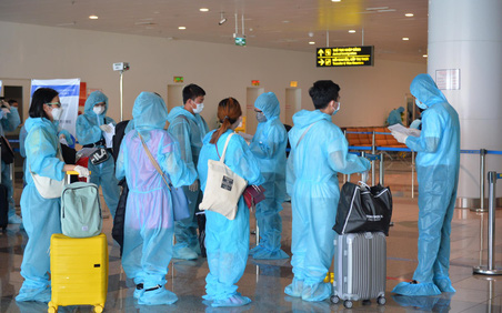 Chuyến bay thương mại quốc tế đầu tiên về Việt Nam của ngành hàng không Việt sau thời gian dài bị ảnh hưởng bởi Covid-19