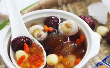 Chè dưỡng nhan đắt khách ngày Hà Nội nắng nóng