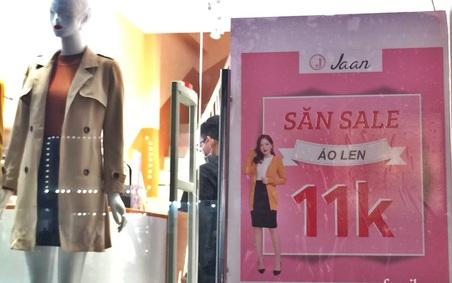 Hà Nội: Phố thời trang rợp biển giảm giá 80% trước ngày mua sắm Black Friday