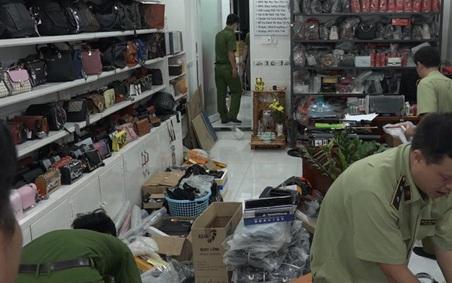 Phát hiện kho vũ khí khủng trong cửa hàng bán túi xách hàng hiệu giả ở Sài Gòn
