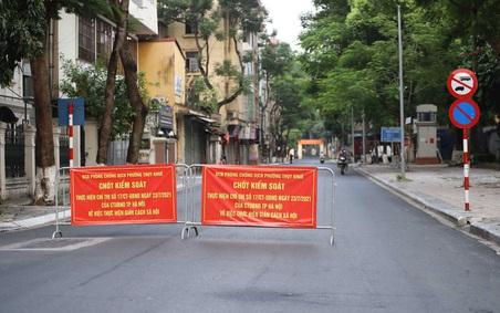 Hà Nội nhắc nhở, xử phạt người dân ra đường không có lý do chính đáng